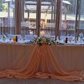 Сватбена украса в прасковен цвят
