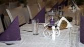 Сватба в тъмно лилаво