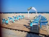 Арка от ковано желязо за сватба край морето