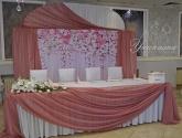 Маса и стена за младоженци
