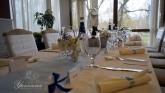 svatbena-ukrasa-restorant-oficialna-masa-svetlo-cvait-sinio (6)
