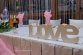 Декорация с LOVE за маса младоженци