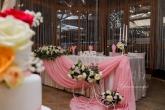 Декорация и аранжировка на маса младоженци