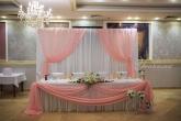 Официална маса и стена зад младоженците за Сватба