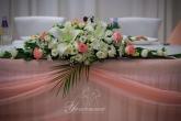 Цветна аранжировка за главната маса на Сватба