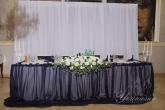 Сватбена украса за масата на младоженците