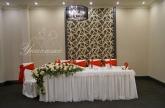 Аранжиране и декориране на младоженска маса