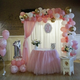 Рожден ден - в розово и бяло